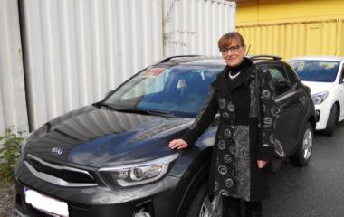Fahrzeug-Übergabe Astrid Plecko KIA STONIC