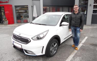 Fahrzeug-Übergabe Johann Tautermann KIA NIRO
