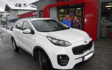 Fahrzeug-Übergabe Familie Pfeifenberger KIA SPORTAGE