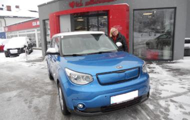 Fahrzeug-Übergabe Josefine Lassacher - KIA SOUL EV