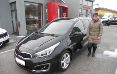 Fahrzeugübergabe Claudia Lehner KIA cee'd Sw