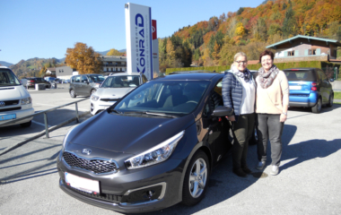 Fahrzeug-Übergabe Helga & Julia Pacher KIA CEED