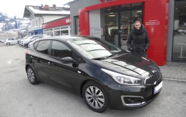 Fahrzeugübergabe Eva Pfisterer KIA ceed